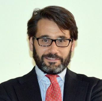 Dr. José Luis Pérez Triviño Profesor Titular de Filosofía del Derecho, Departamento de Derecho.